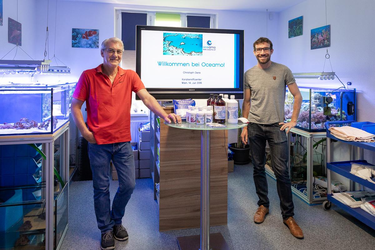 Werner Knapp und Dr. Christoph Denk im Korallenriff Center